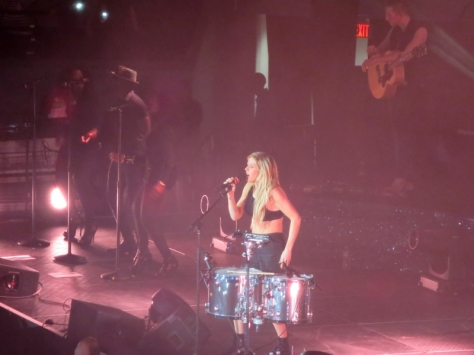 EllieGoulding_Boston_17March2014_043